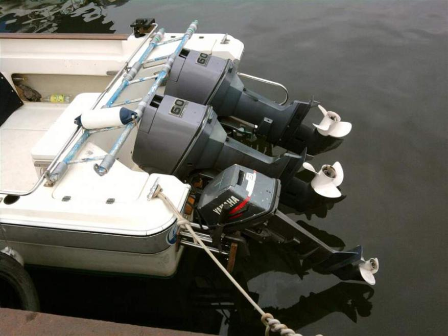 Два лодочных мотора и дополнительный