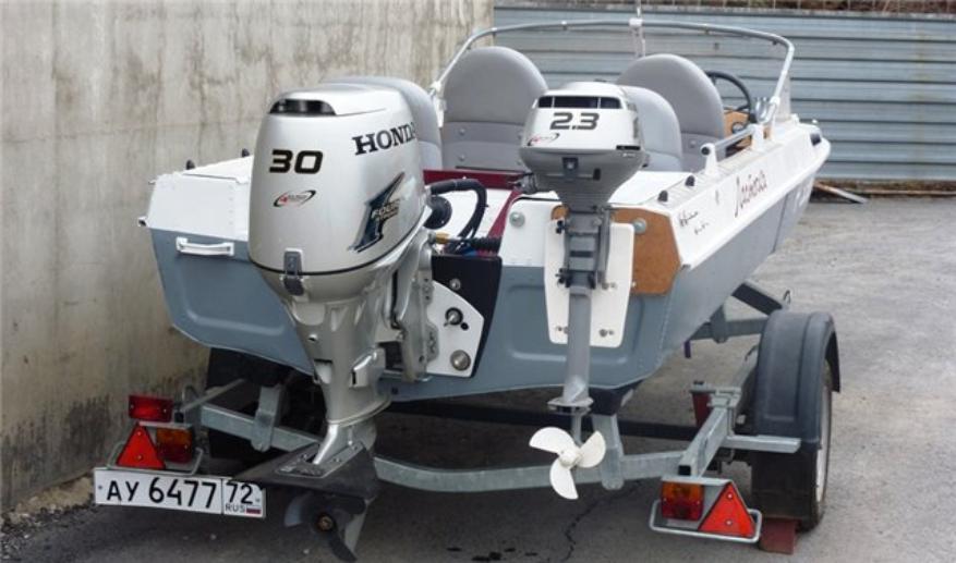 Резервный мотор на лодке